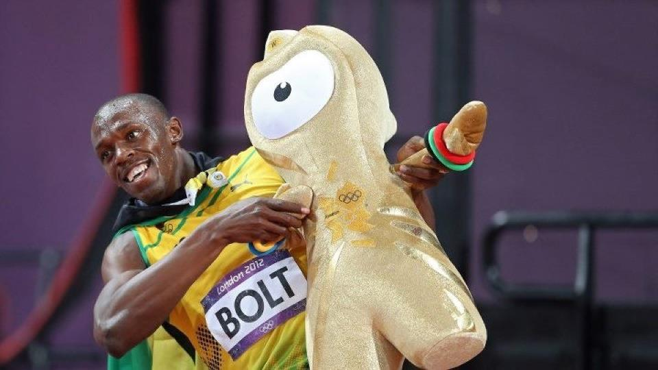 Usain-Bolt-with-mascots