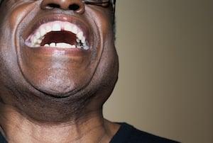 entertaining-blogs-man-laughing