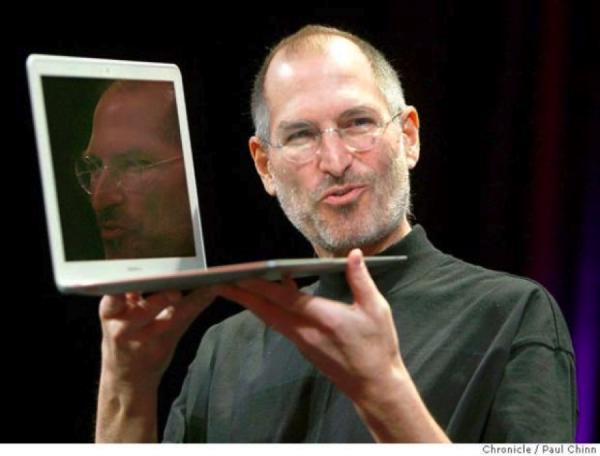 Steve Jobs introduces the MacBook Air