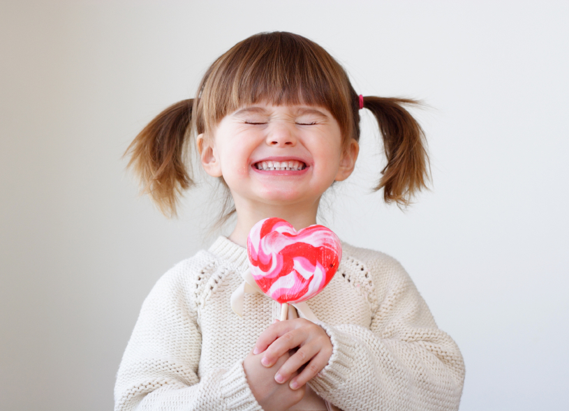 little-girl-with-lollipop