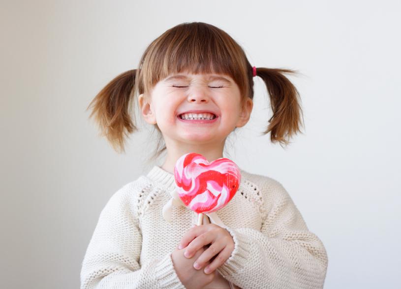 little-girl-with-lollipop