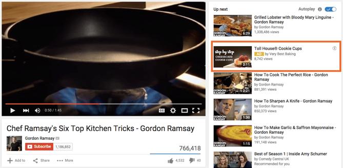Anuncio TrueView In-Display en la barra lateral de videos relacionados de YouTube