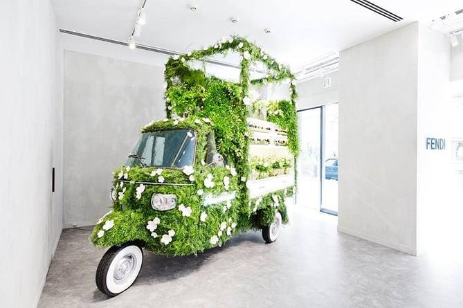 Fendi  15 Creative Examples of Branded Pop-Up Shops fendiflowers