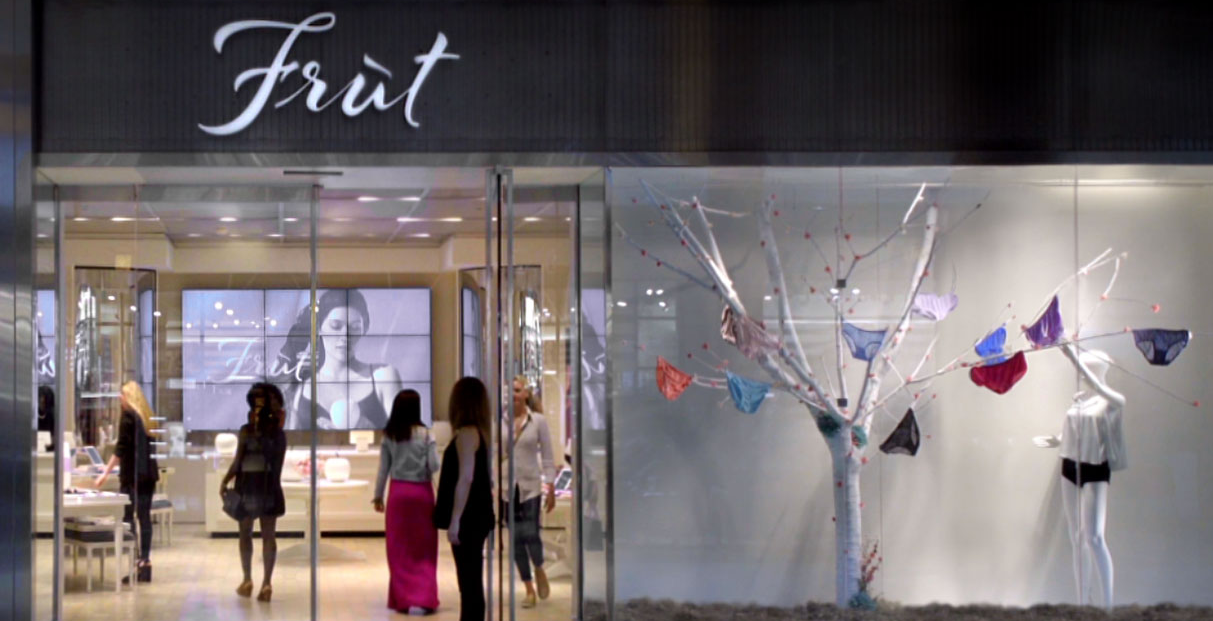 Real Life at Work  15 Creative Examples of Branded Pop-Up Shops fruit of the loom popup