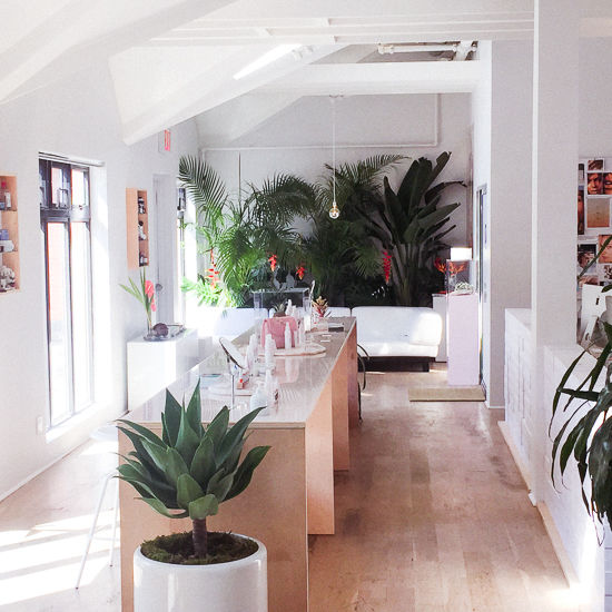 Glossier  15 Creative Examples of Branded Pop-Up Shops glossier2