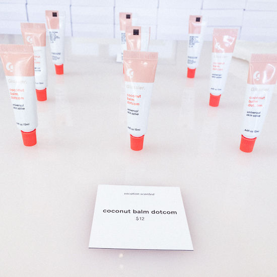 Glossier  15 Creative Examples of Branded Pop-Up Shops glossier5