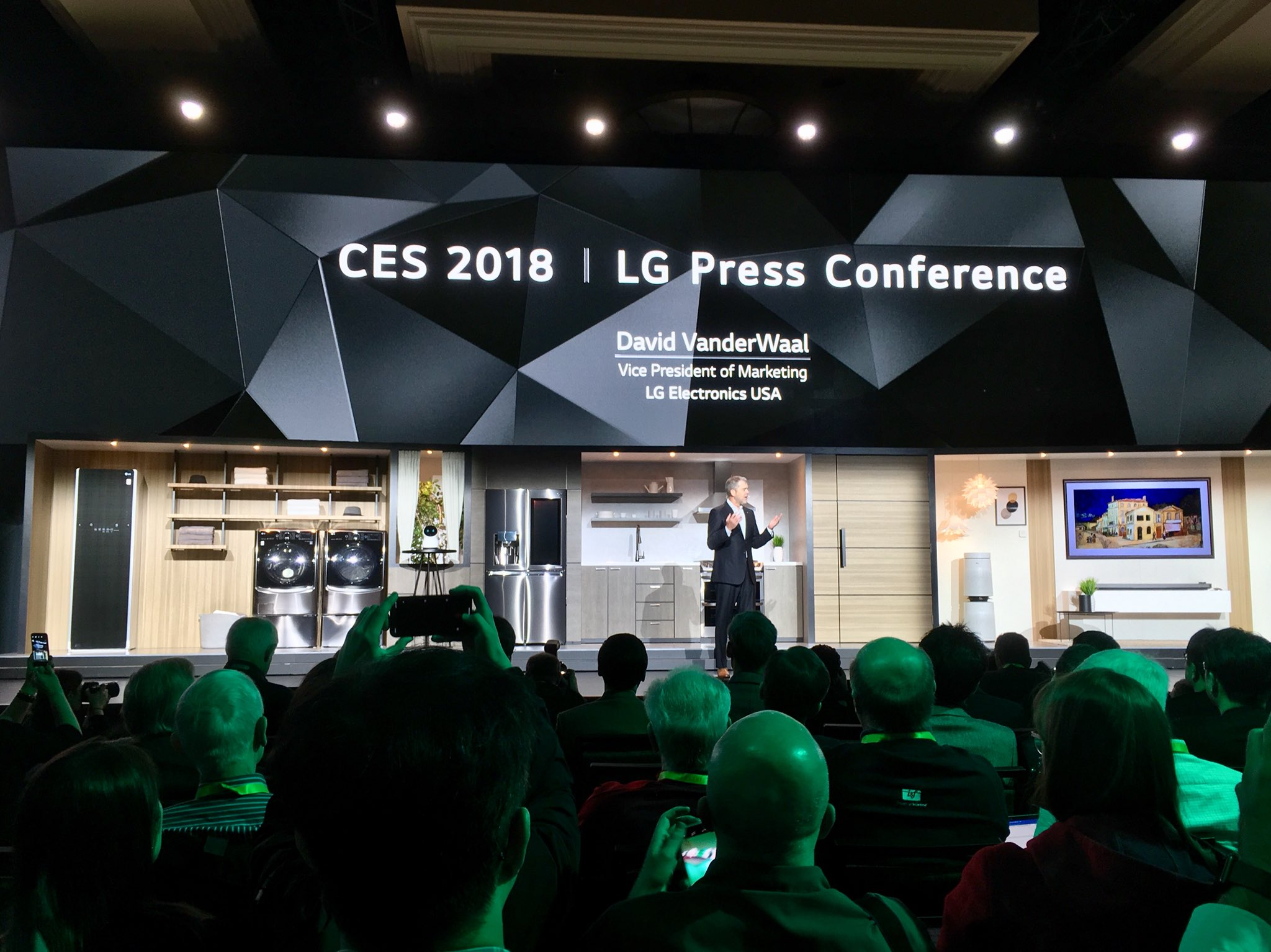At #CES2018, Lessons Emerge on Brand Loyalty and a Connected Ecosystem DTCA3ZIVwAAkSn7
