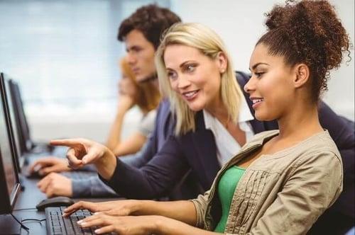 "Marketing professor indicating a student's computer screen during a lesson on alt text ""srcset ="" https://blog.hubspot.com/hs-fs/hubfs/women-on-computer.jpg?t=1538205472522&width= 250 & name = women-on-computer.jpg 250w, https://blog.hubspot.com/hs-fs/hubfs/women-on-computer.jpg?t=1538205472522&width=500&name=women-on-computer.jpg 500w, https: // blog.hubspot.com/hs-fs/hubfs/women-on-computer.jpg?t=1538205472522&width=750&name=women-on-computer.jpg 750w, https://blog.hubspot.com/hs -fs / hubfs /women-on-computer.jpg?t=1538205472522&width=1000&name=women-on-computer.jpg 1000w, https://blog.hubspot.com/hs-fs/hubfs/women-on-computer. jpg? t = 1538205472522 & width = 1250 & name = women-on-computer.jpg 1250w, https://blog.hubspot.com/hs-fs/hubfs/women-on-computer.jpg?t=1538205472522&width=1500&name = women-on-computer.jpg 1500w ""sizes ="" (maximum width: 500px) 100vw, 500px"