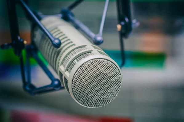 How to Advertise on a Podcast [+Tips from a HubSpot Podcaster]