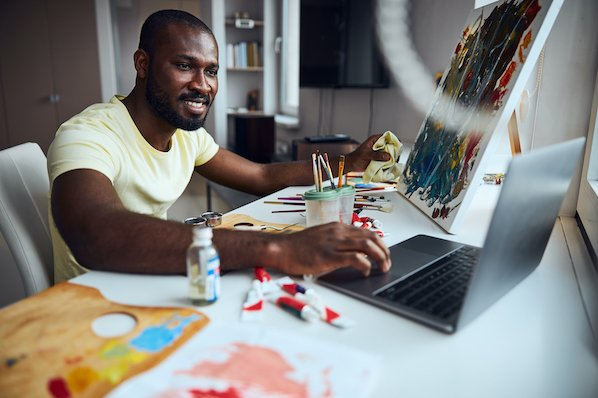 Artist using WordPress portfolio plugin to display his artwork