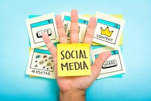 Facebook-vs.-Twitter-Social-Media-Strategy-Differences.jpg