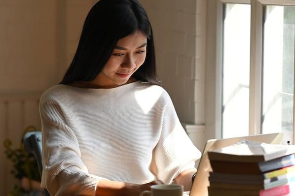 Reader looking at rupi kaur's author website