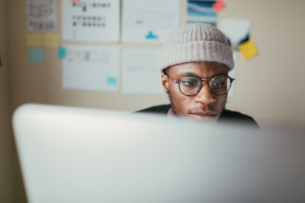 man using a laptop to install an amzaon affiliate wordpress theme