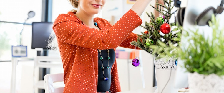 26 Clever Ideas for Marketing Over the Holidays [Free Guide]