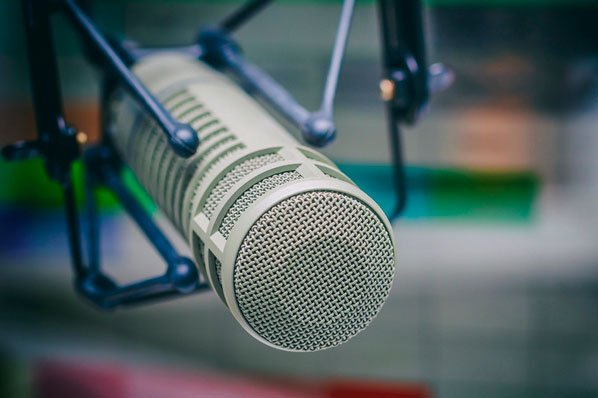 35 Podcast Stats That Advertisers Need to Know in 2020