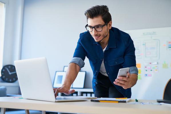Site owner selecting best flat WordPress theme