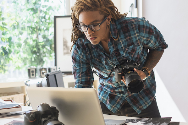 Photographer using WordPress thumbnail plugin to add featured images to WordPress website