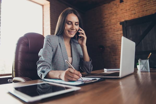Call or Email? 5 Tips to Determine When to Use Which in Sales