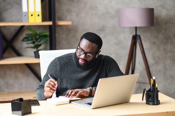 Entrepreneur builds his business plan template