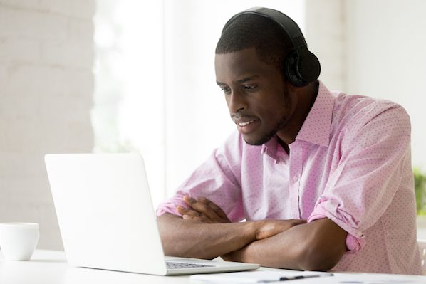 5 Top-Rated Wireless Headsets for Call Center Agents & Customer Service Reps