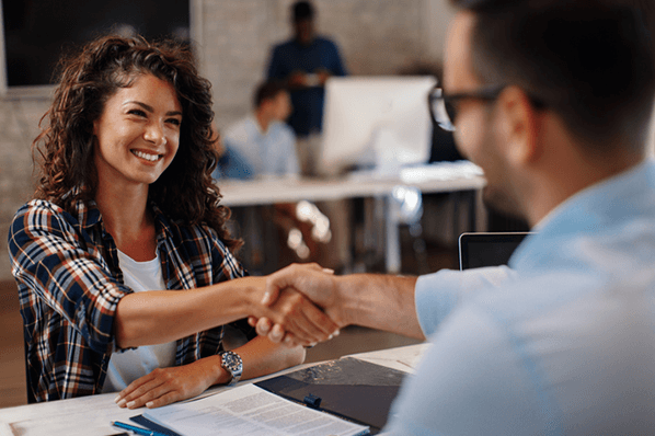 How to Write a Customer Service Job Description to Attract the Best Candidates [Template]
