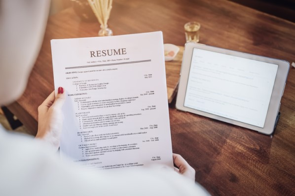 How to Write a Standout Customer Service Resume [Examples + Templates]