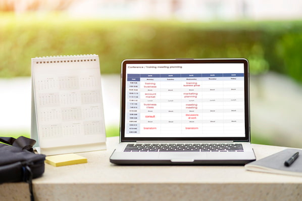How to Create an Editorial Calendar [Examples + Templates]