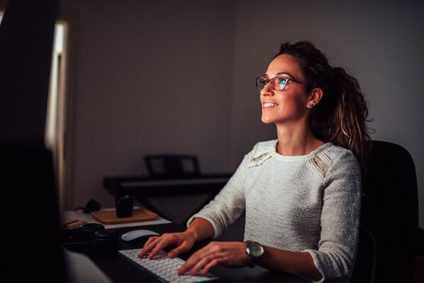 web developer comparing free wordpress hosting providers