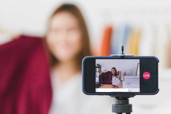 How 6 Brands Use Instagram Live in Their Marketing Strategy