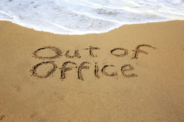 15 Funny Out of Office Messages to Inspire Your Own [+ Templates]