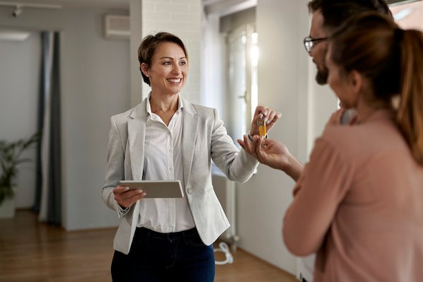 How to Become a Successful Real Estate Agent, According to Experts