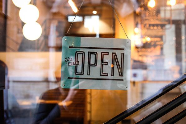 8 of the Best Retail Blogs Every Retailer Should Be Reading