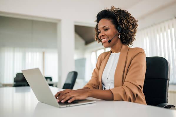 rep using sales productivity tools to close more deals