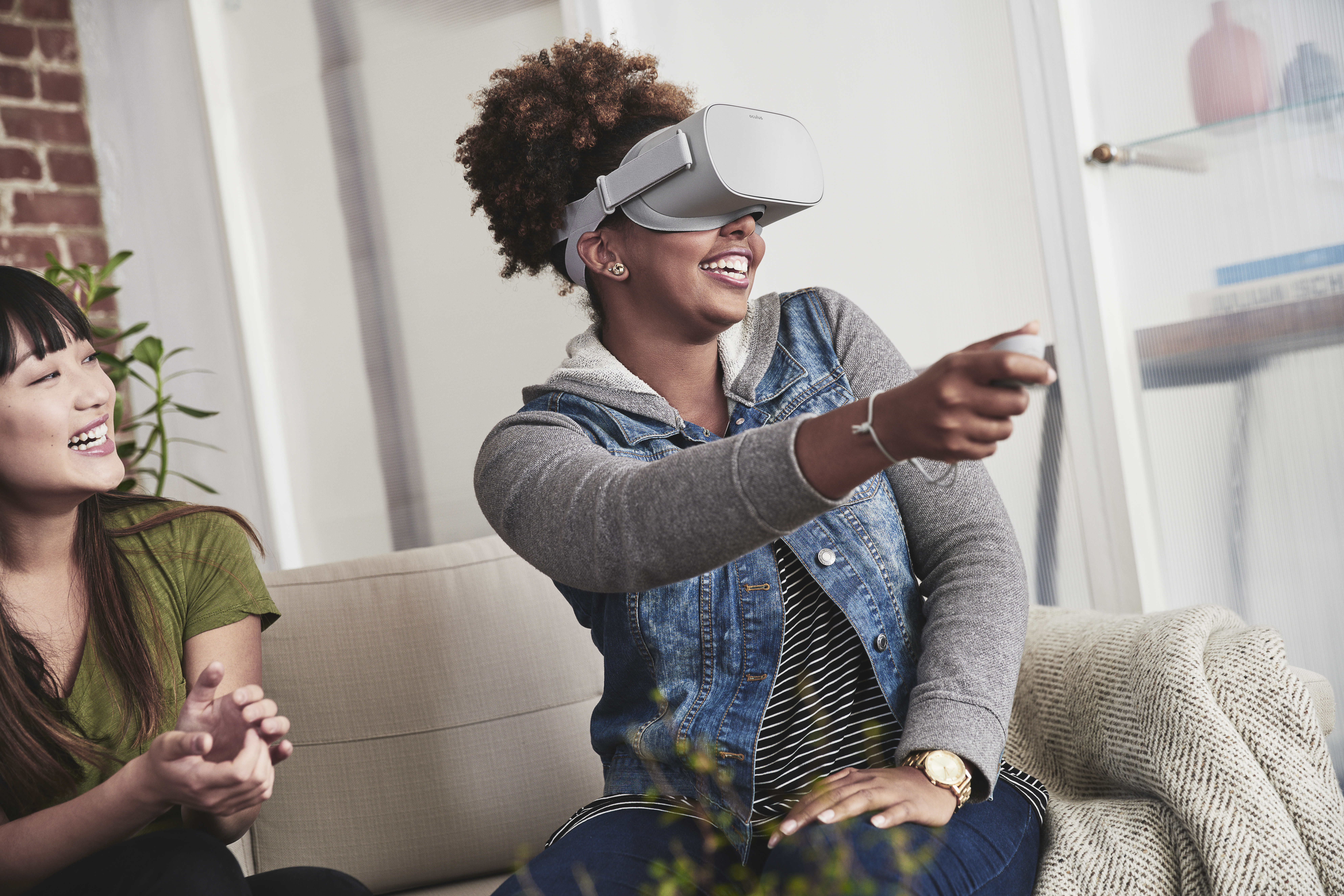 Here's What Playing With a VR Headset Is Actually Like