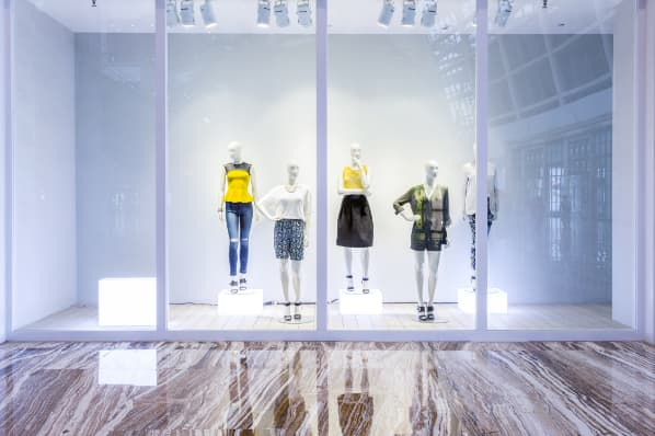 5 Pro Tips for Creating a Window Display That Sells [+ Examples]