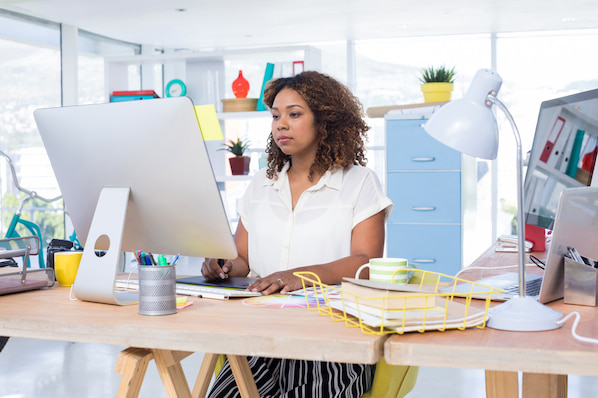 Graphic designer choosing a WordPress theme for their portfolio site